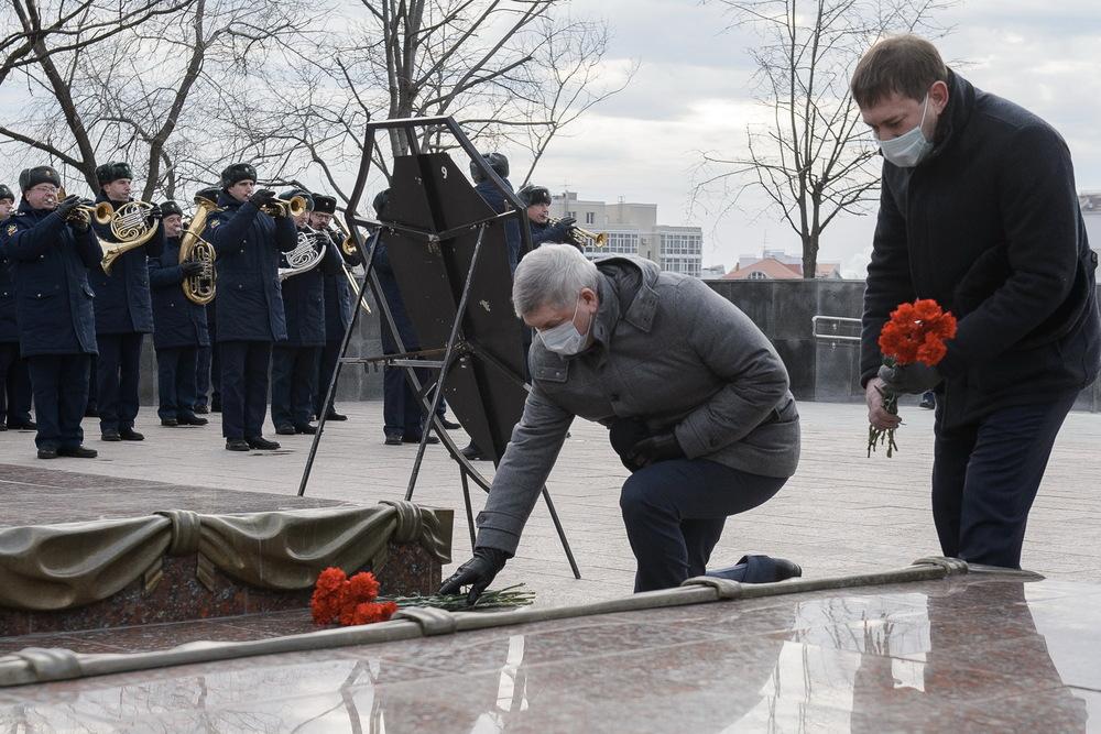 Первые лица Воронежской области у могилы Неизвестного солдата