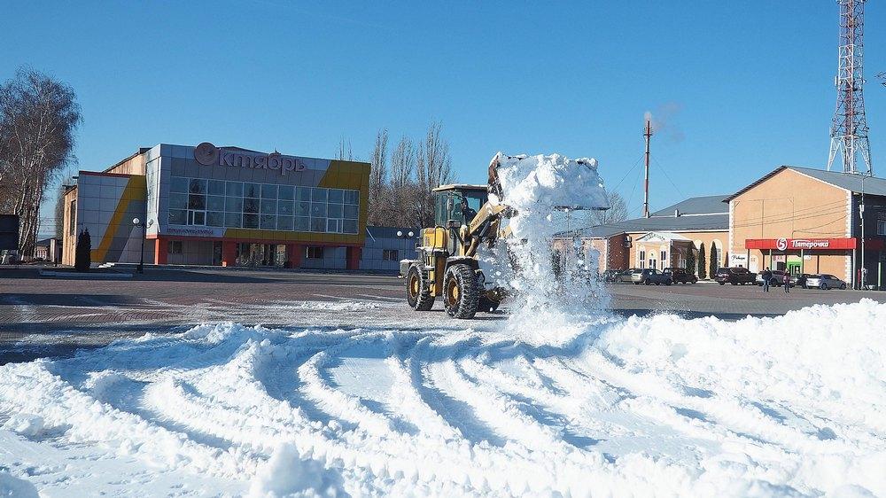 На сооружение горки завезли 20 КамАЗов снега