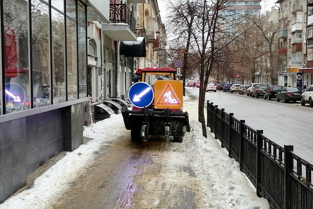 Воронежские улицы чистит техника