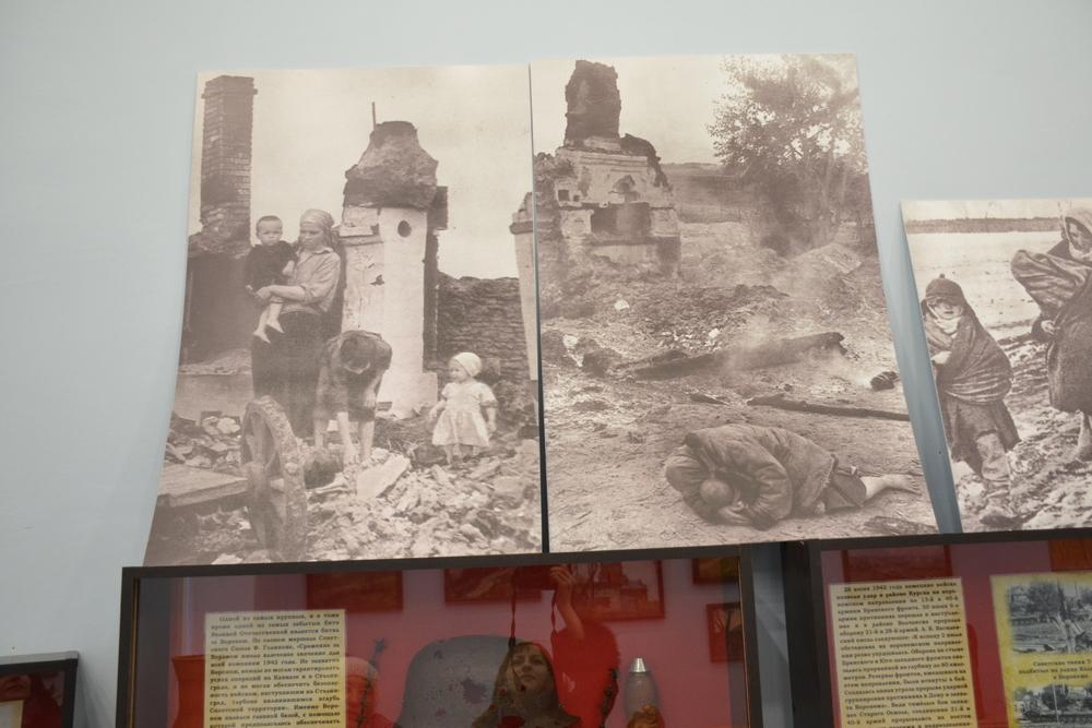 Среди переданных работ фотографии военной тематики.