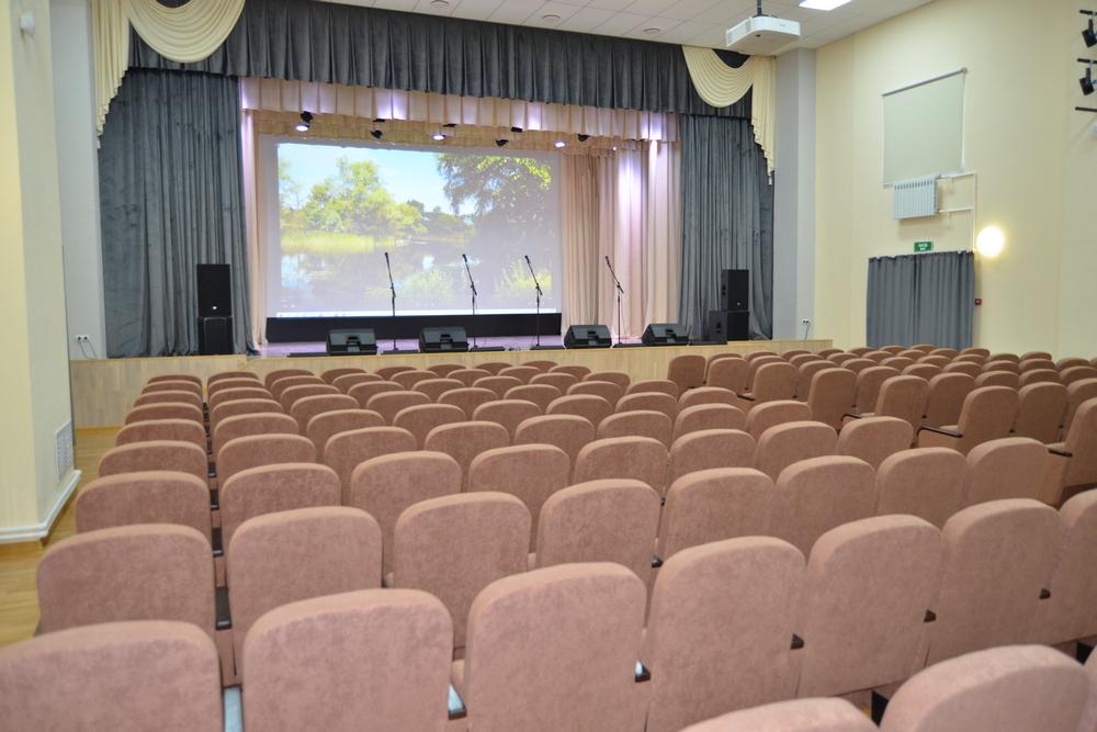 Зал на 248 мест.