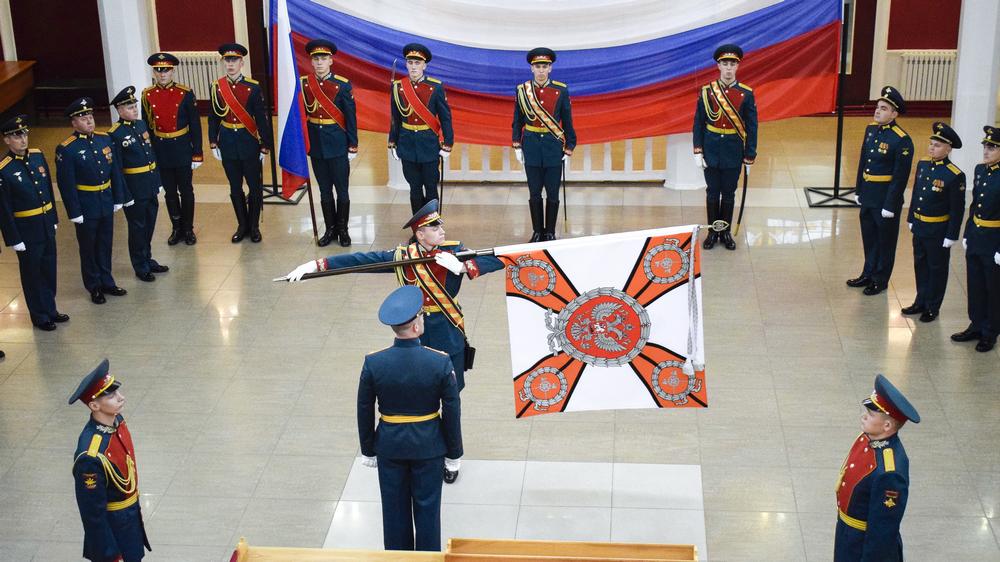 Боевое знамя указывает на предназначение воинской части и ее принадлежность к Вооруженным Силам РФ