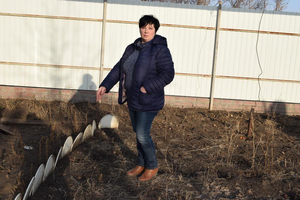 Лариса Харитонова откопала орден в огороде.