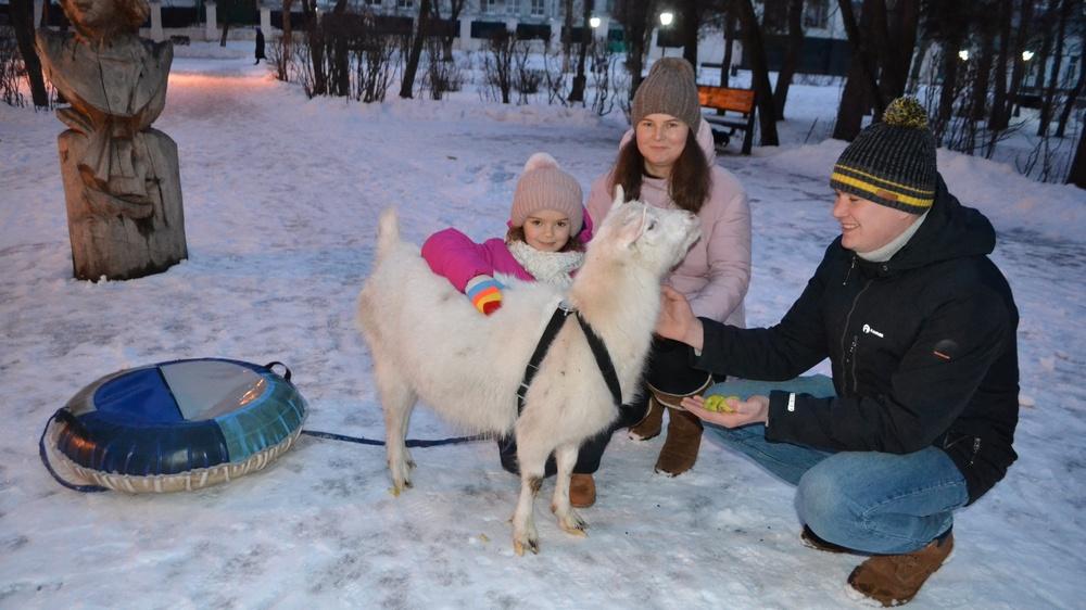 Семья Ячменевых с питомицей (фото Ольги Колегаевой)