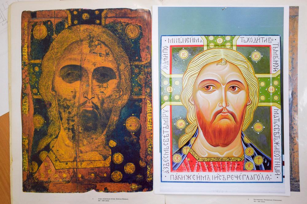 Иконы написаны по образцам иконописи XII–XIII веков.