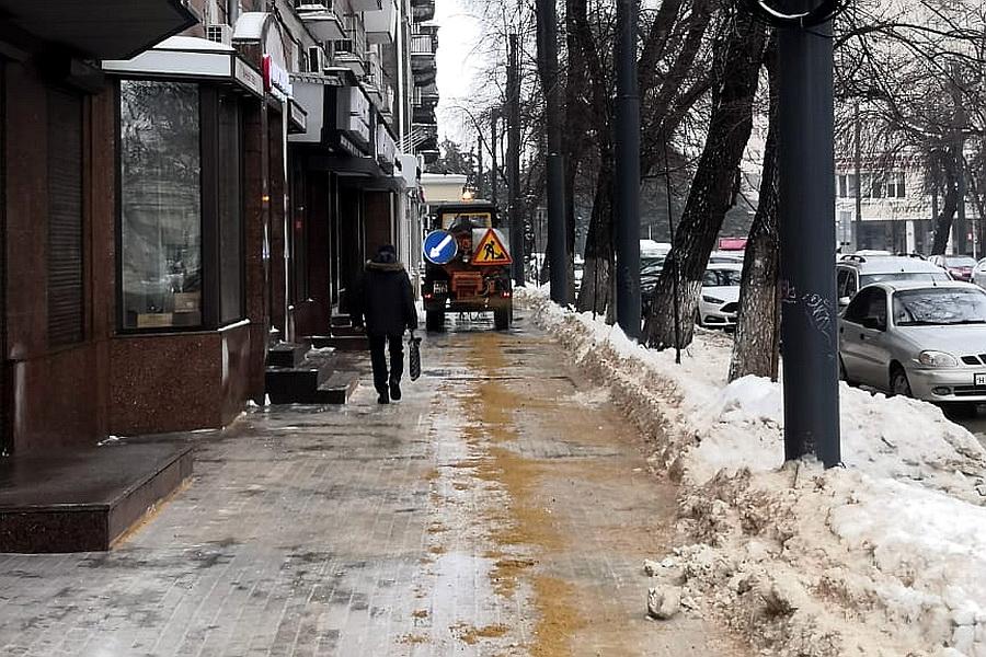 Борьба с последствиями ледяного дождя в Воронеже