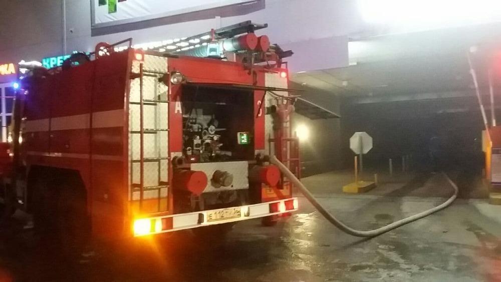 пожар на парковке гипермаркета«Лента»