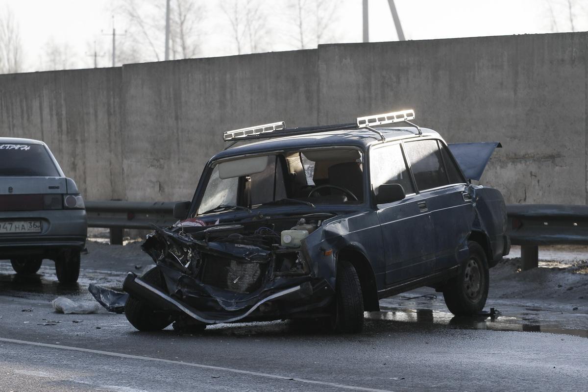 Авария под Воронежем с автовозом