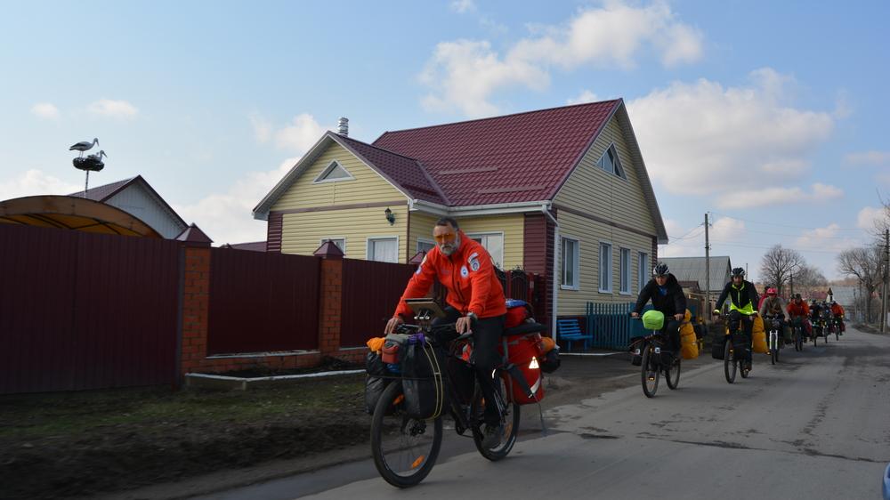 За день велосипедистам нужно проехать около 100 км