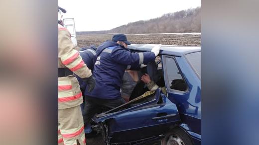 Деблокирование пассажиров после аварии с пьяным полицейским в Воронежской области
