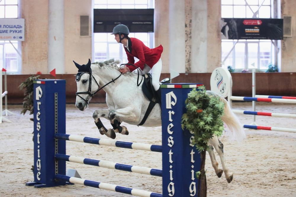 Жанна Колядинцева на лошади Серебряная Леди