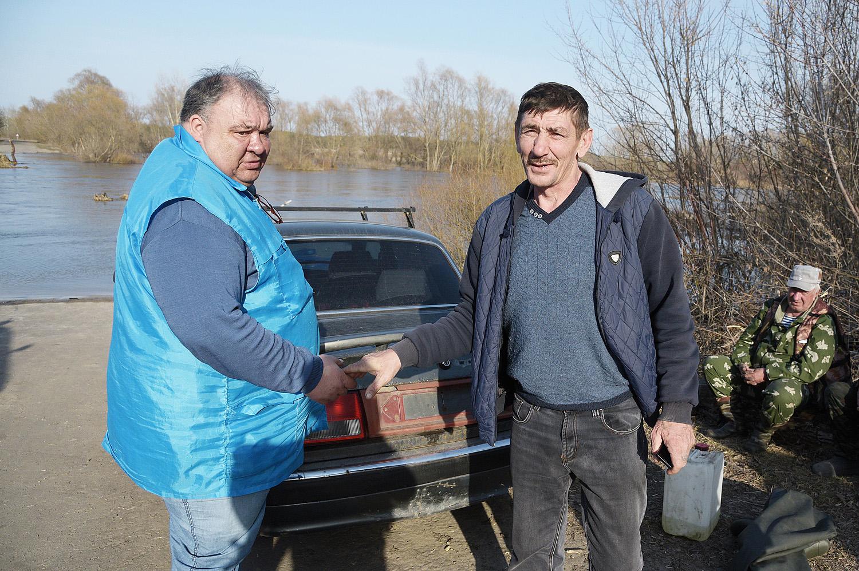 Сергей Аистов (слева)