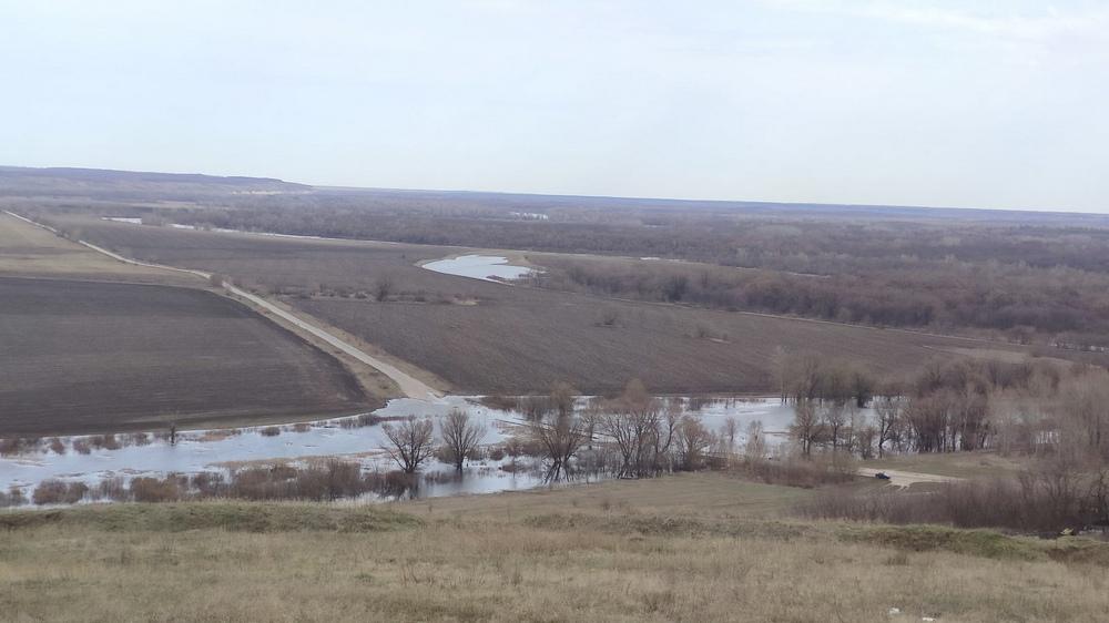 Мост ушел под воду в пятницу, 9 апреля