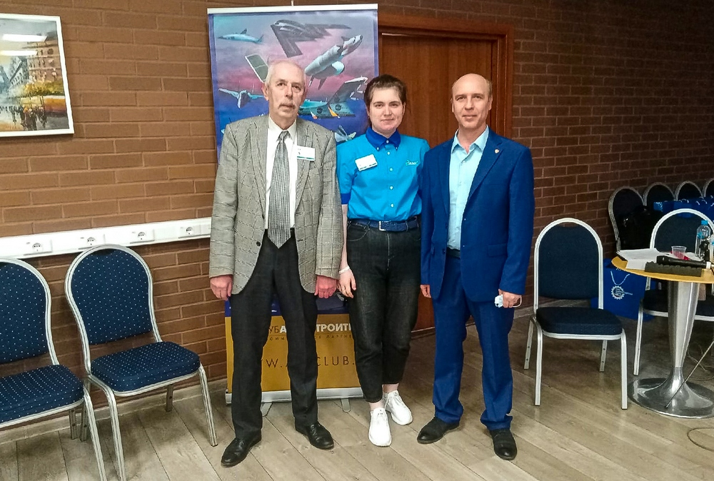 Дарья с научным консультантом Дмитрием Соболевым (слева) и наставником Алексеем Михайловым