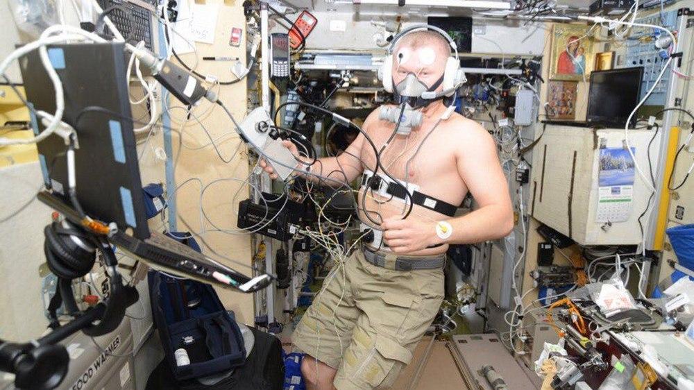 Эксперименты на себе – одна из задач экипажа