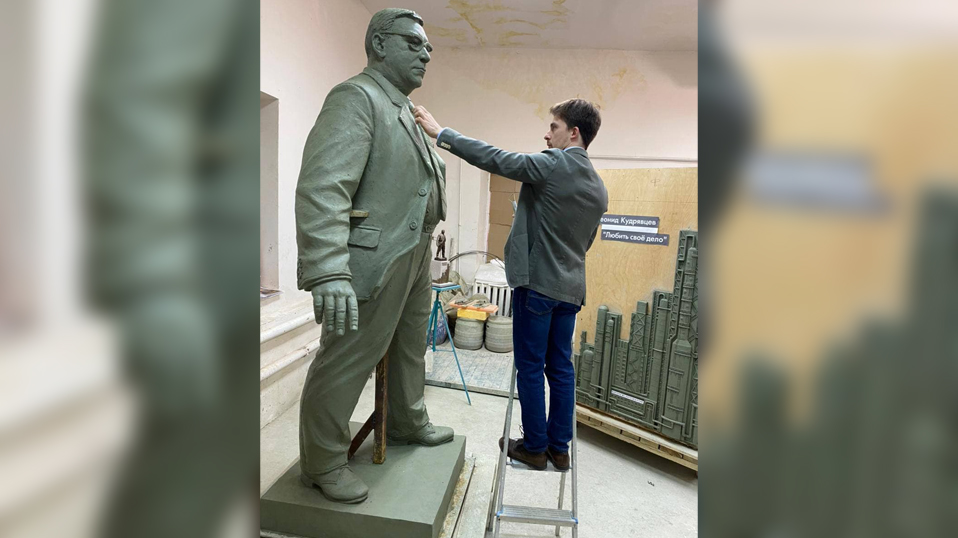 Памятник руководителю «Воронежсинтезкаучук» Леониду Кудрявцеву