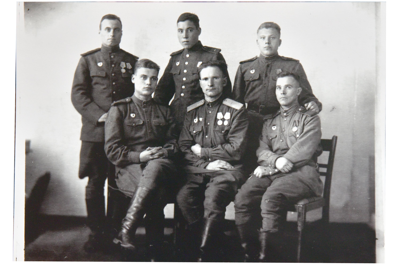 Павел Машканцев – в верхнем ряду справа