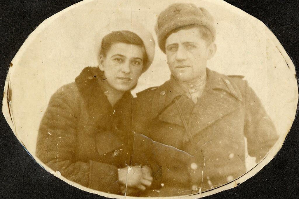 С женой на Камчатке, 1946 год
