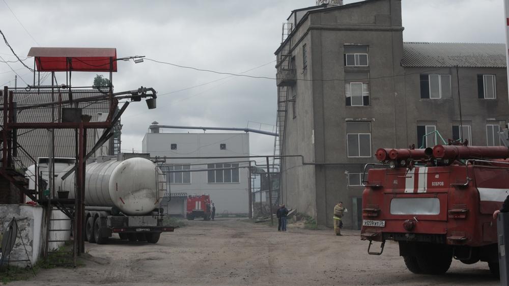 На месте еще работают пожарные