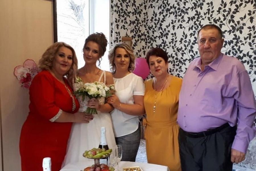Внук Николая Рыбки Сергей с женой и тремя дочерьми