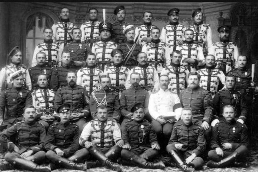 Николай Рыбка – второй слева в нижнем ряду