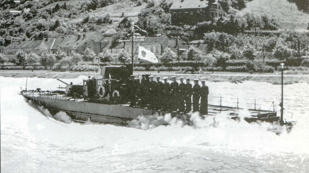 Торжественное прохождение бронекатера по Дунаю, 1945 год. Из архива музея