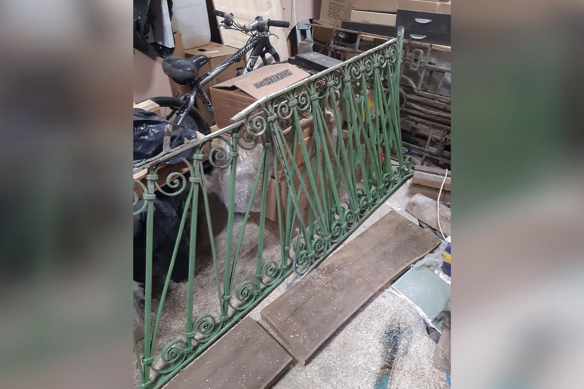 Украденную ограду старинного дома нашли в воронежском гараже