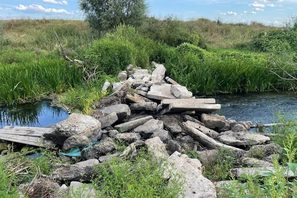 Местные власти сделали запруду, чтобы поднять уровень воды