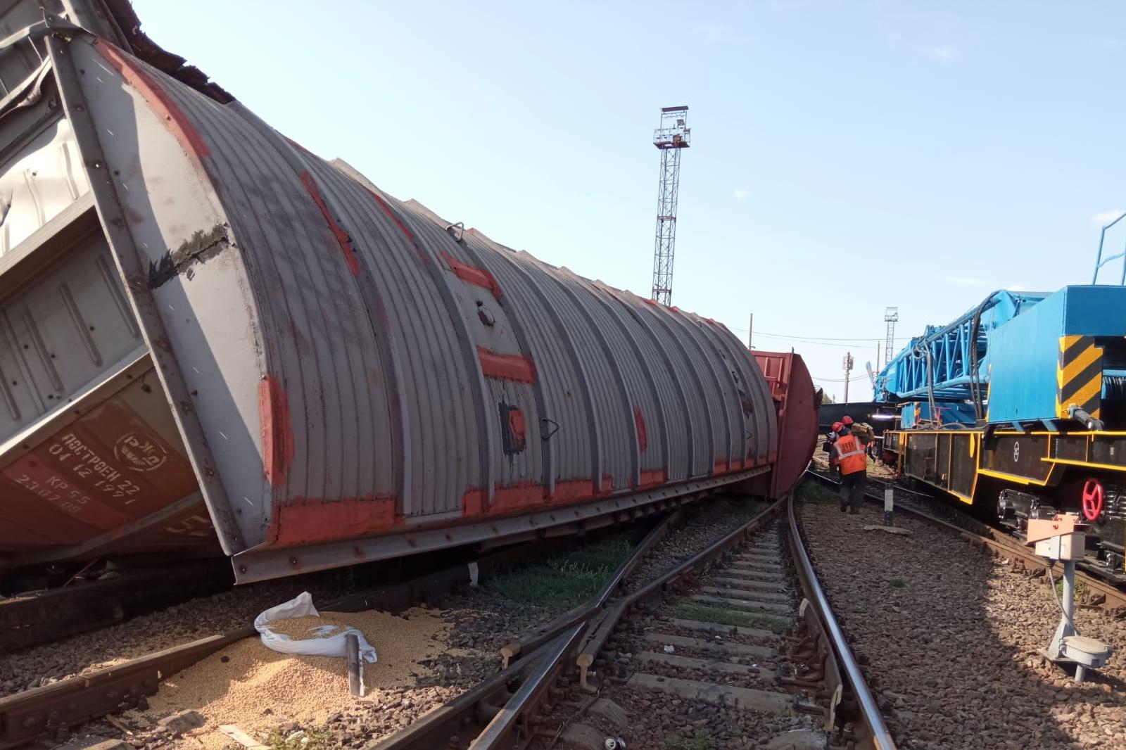 Два вагона перевернулись в Воронежской области