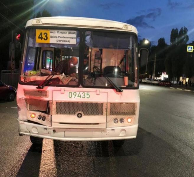Авария с автобусом в Воронеже