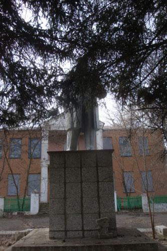Мемориальный комплекс с барельефом в человеческий рост Нижнедевицк Мемориальный комплекс из двух видов гранитов Орск