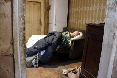 Старик и горе. Как соседи и соцработники спасали 90-летнего слепого военного в Воронеже