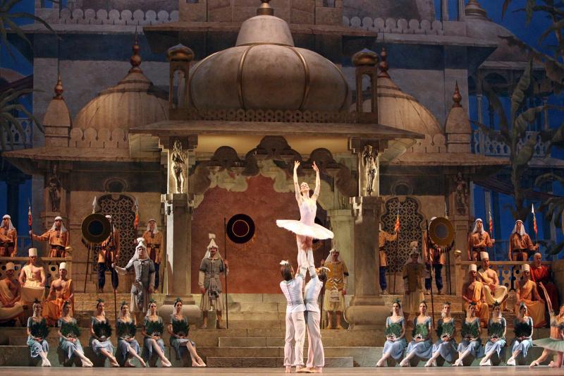 Увидеть трансляцию балета «Баядерка» на большом экране.jpg