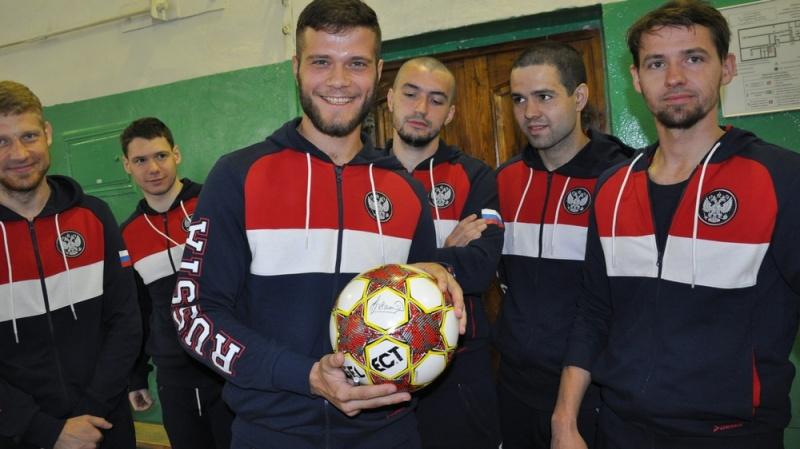Русская сборная сделала коллективную фотокарточку на«Арене Химки»