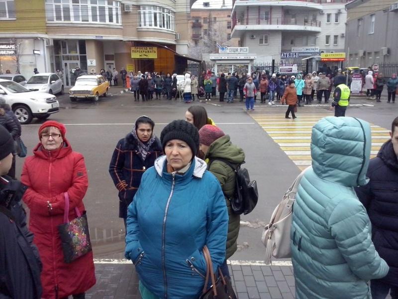 Неизвестный сказал озаложенной бомбе в основном рынке Воронежа