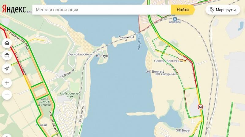 Налевом берегу Воронежа автобус врезался вфуру, есть пострадавшие