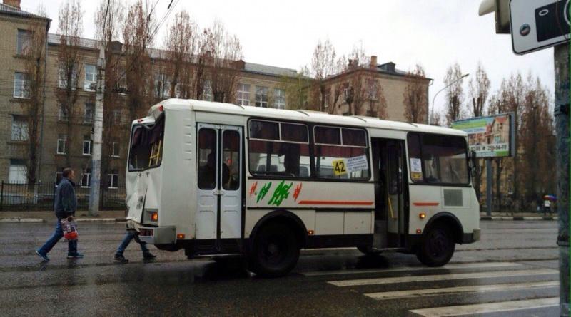ВВоронеже столкнулись 3 маршрутки: пострадал пассажир