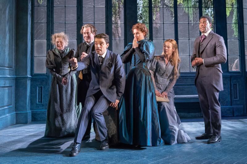 Посмотреть спектакль лондонского театра «Водевиль» на большом экране.jpg