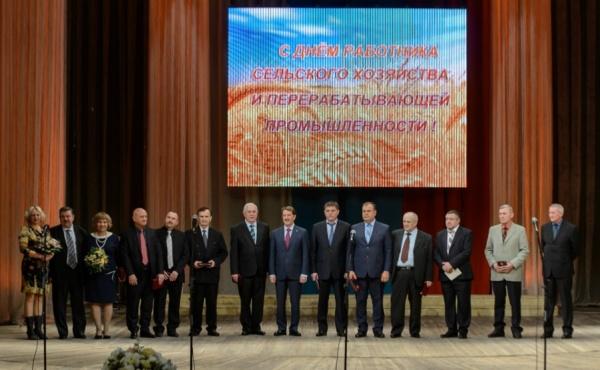 Лучшие аграрии Воронежской области получили сертификаты наавтомобили