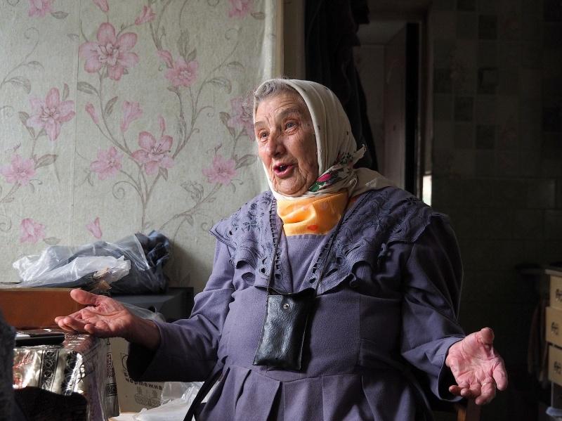 Русскую деваху раздели и потрогали
