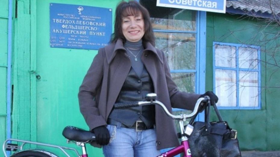 Жители Богучарского района подарили своему доктору велосипед