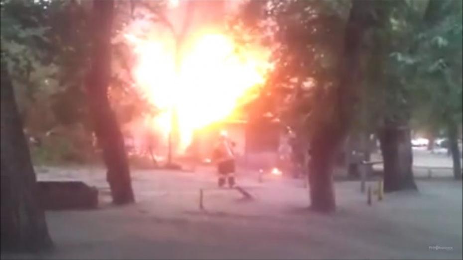 Воронежские спасатели потушили пожар на улице Волгоградской (ВИДЕО)