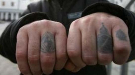 Репьевца оштрафовали за татуировку с нацистской символикой