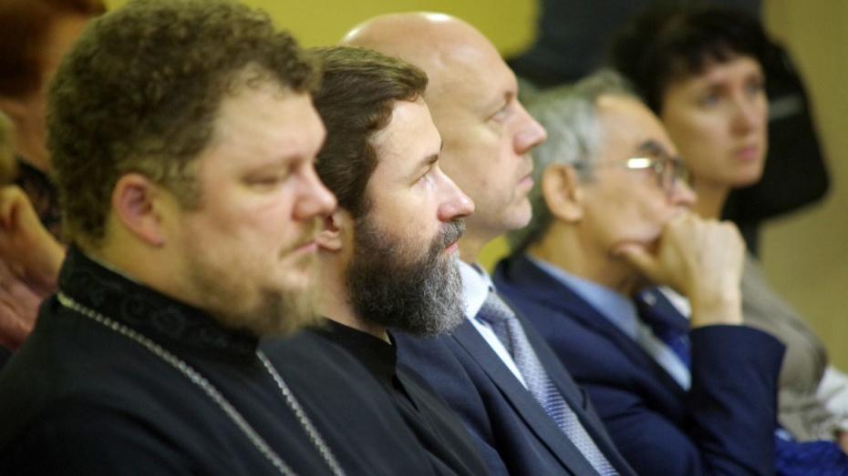 На конгрессе духовно-нравственного воспитания в Воронеже обсудили разводы и сожительство