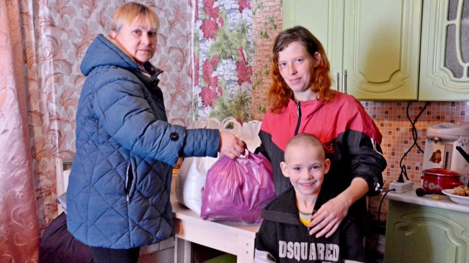 Поворинцев попросили помочь одаренным детям и находящимся в сложной ситуации семьям