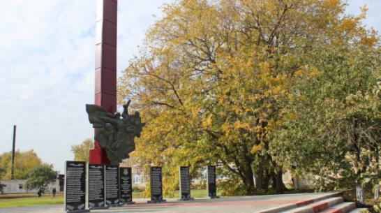В терновском поселке Дубровка отремонтировали мемориал погибшим в годы ВОВ землякам