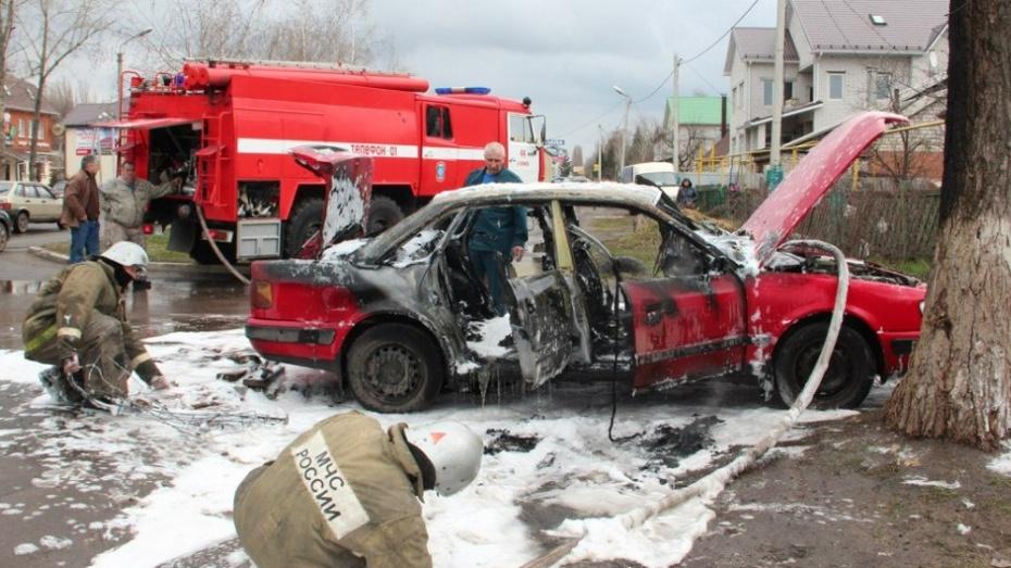 Житель Воронежской области из-за ссоры с женой поджег 4 случайных машины