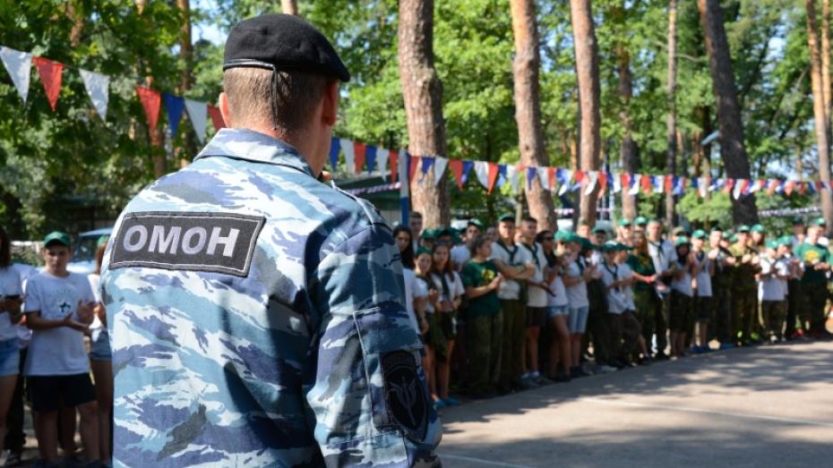 Воронежские полицейские провели зарядку с юными спортсменами