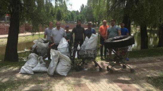 В Воронеже водолазы выловили из озера 4 тележки из супермаркета