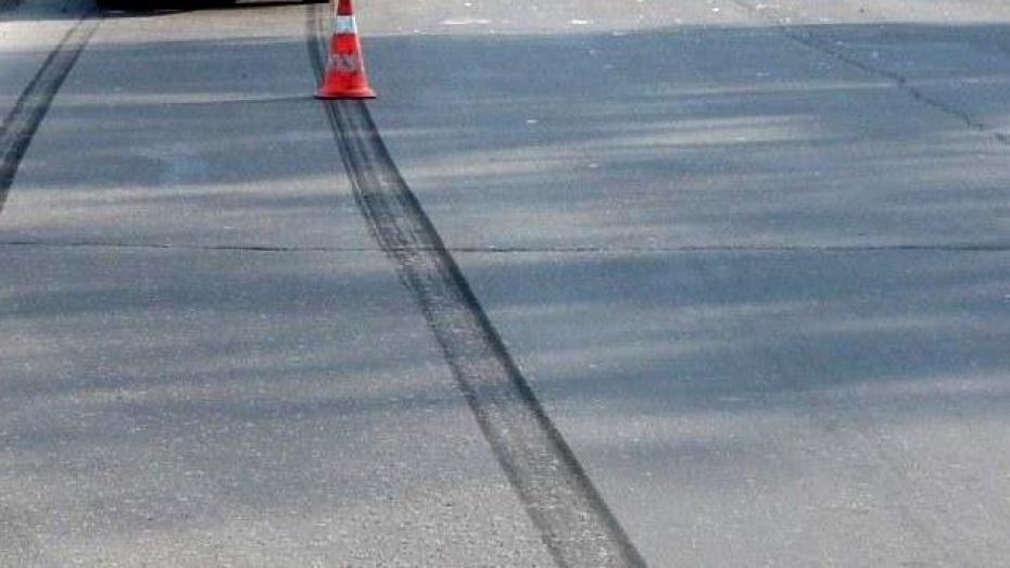 Водитель Jaguar насмерть сбил 27-летнего пешехода на трассе под Воронежем